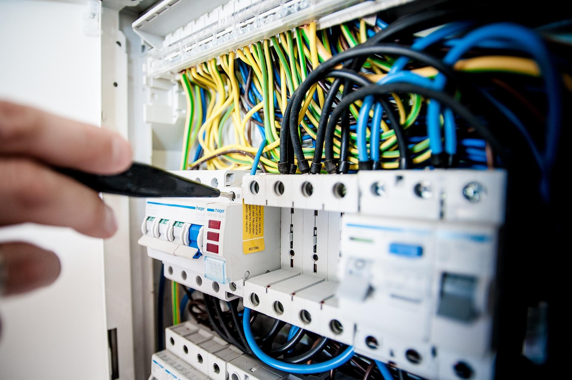 Tenha cuidado com as instalações de energia elétrica na sua casa