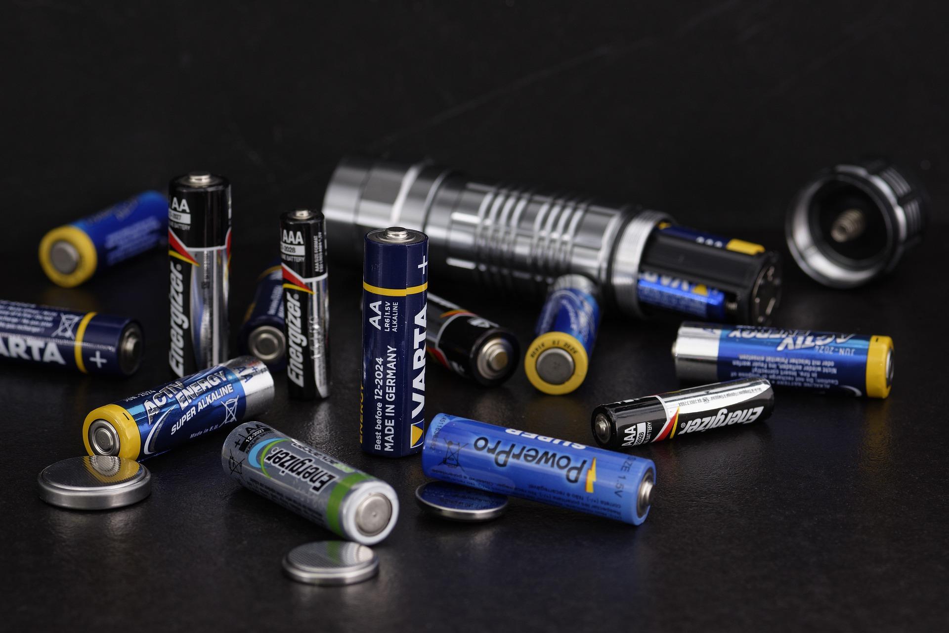 Baterias do futuro podem gerar energia limpando a água do banheiro